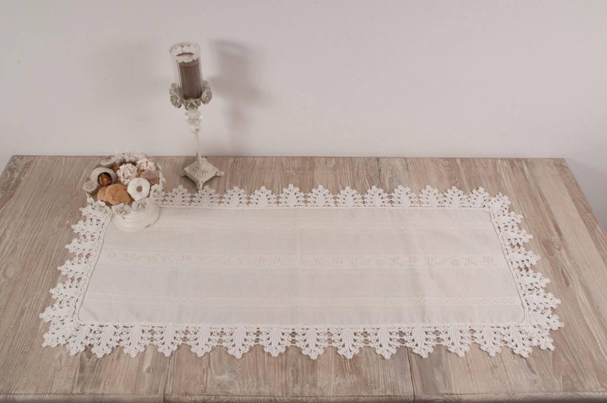 ... Art-2 centro in misto lino e pizzo ad uncinetto con roselline panna