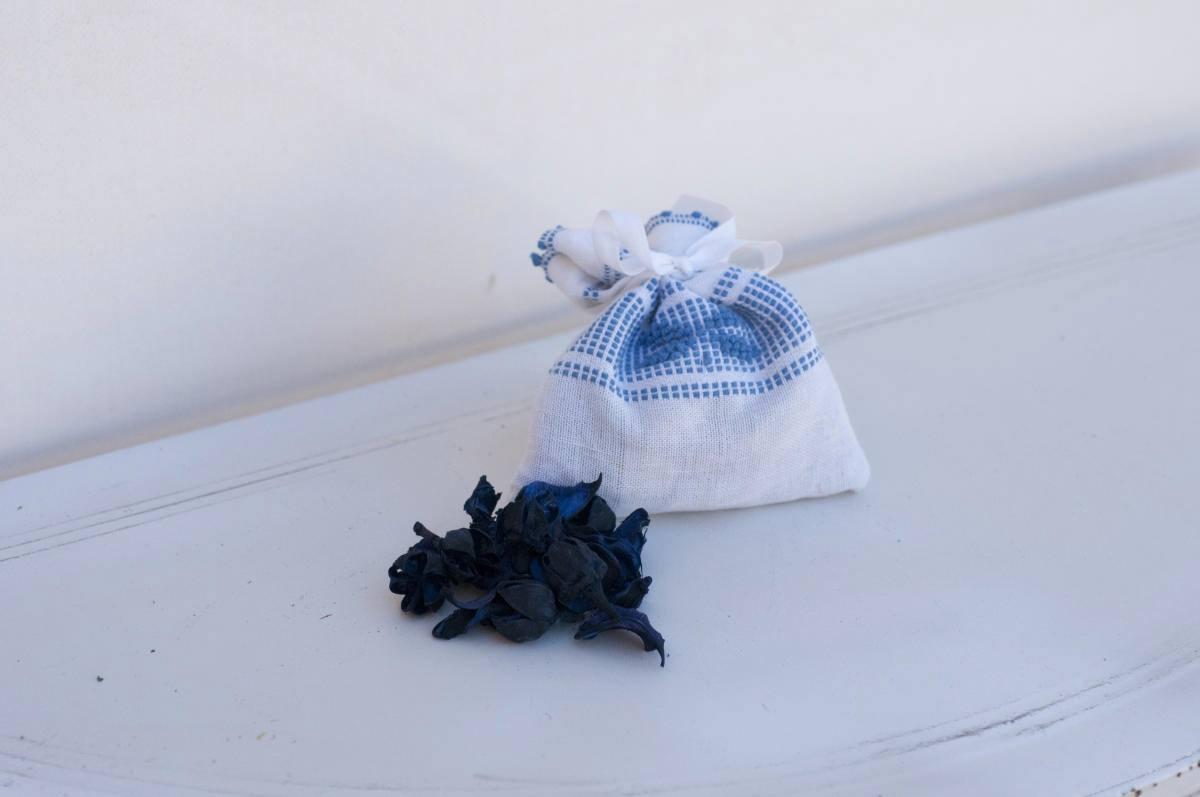 Art-4 sacchetto profuma biancheria in misto lino con farfalla azzurro 13